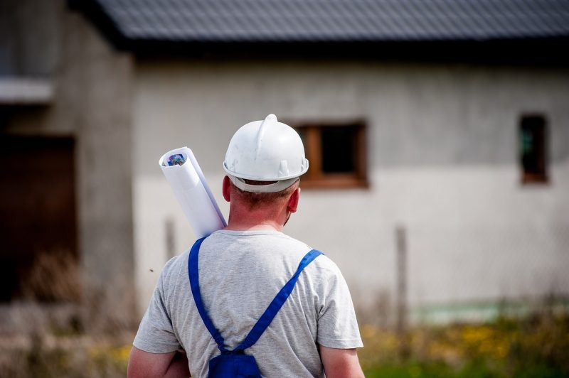 building 2762239 1280 - Why should you wear a hard hat?