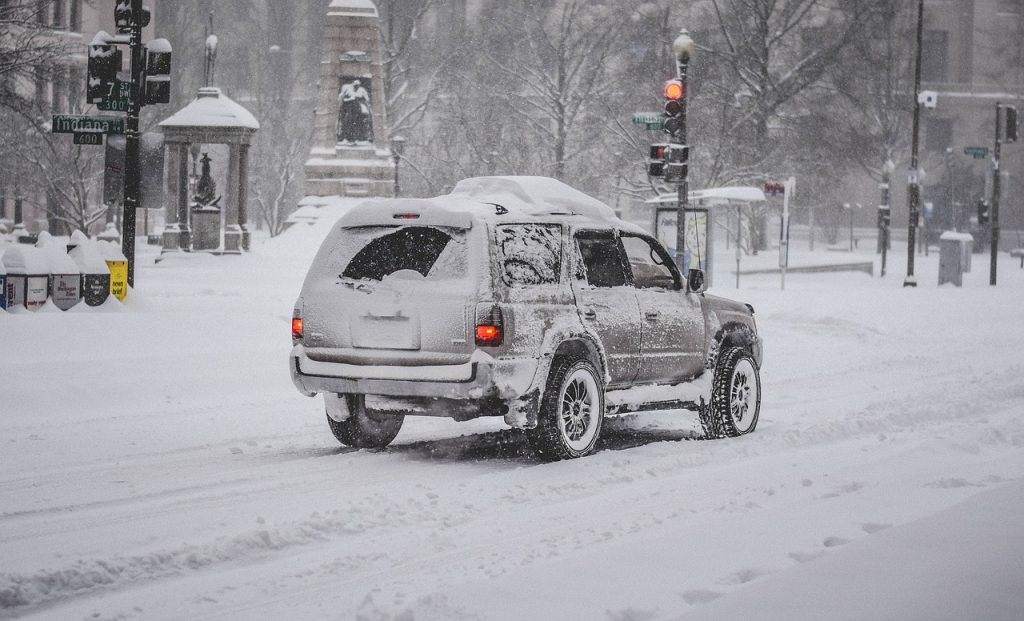 snow storm 1192790 1280 1024x621 - 6 ways to protect your car this winter