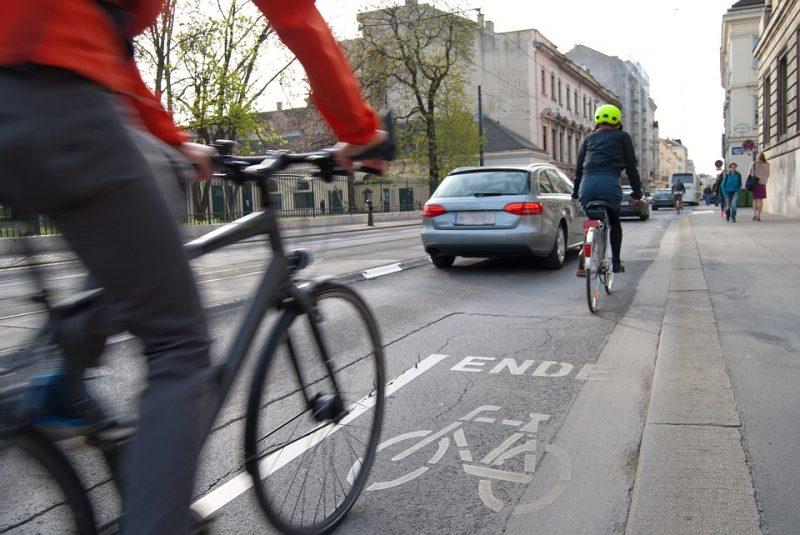 cyclists-1750975_960_720